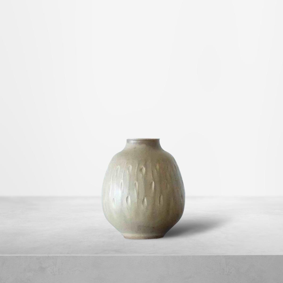 Gerd Bogelund for Royal Copenhagen, Ceramic cream coloured vase, 1940s
