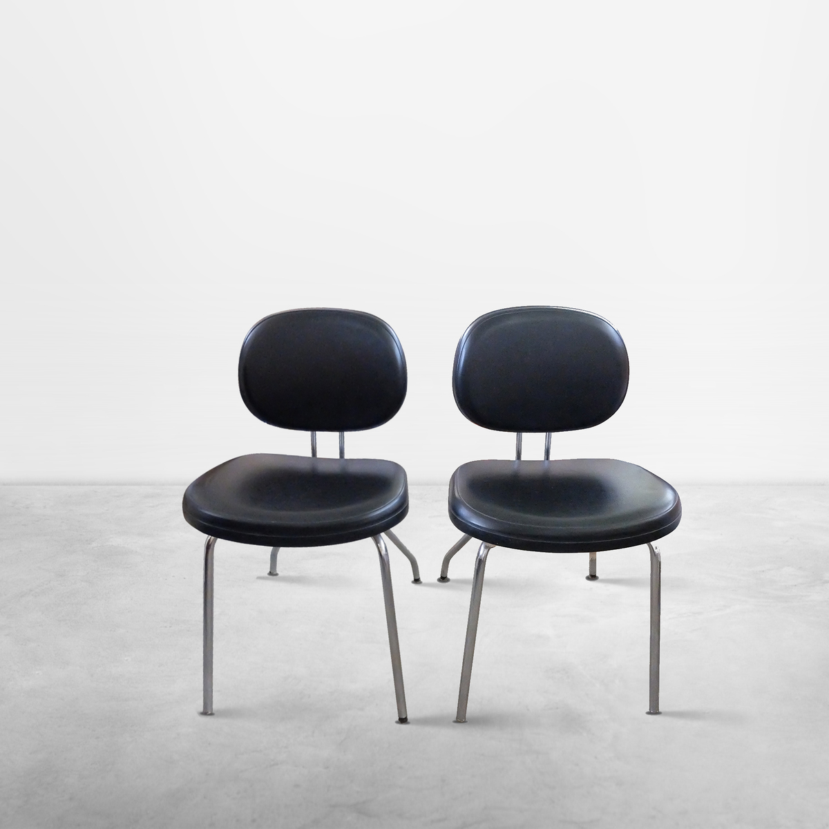 Set of 2 Black Leather office chairs for MIM Italia, 1965