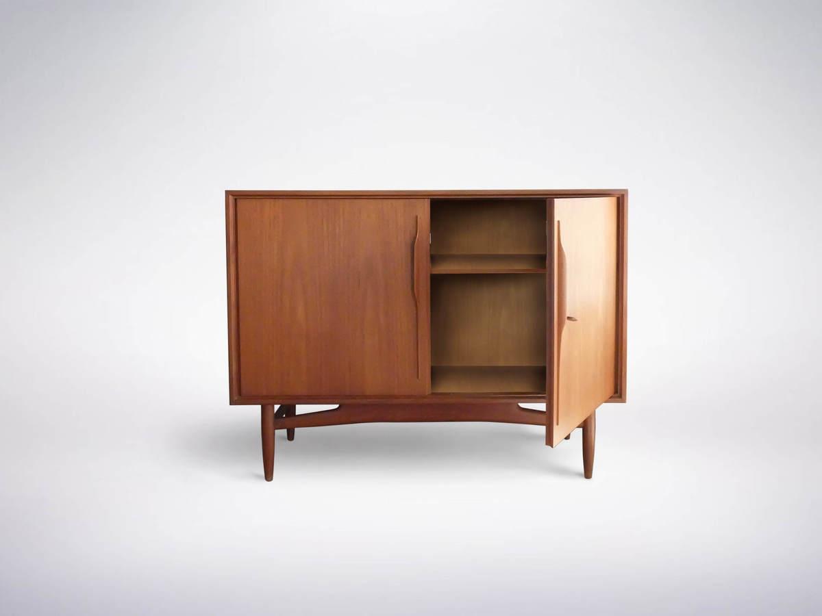 Gunni Omann, Scandinavian Mid-Century Modern small Teak Sideboard, 1960s